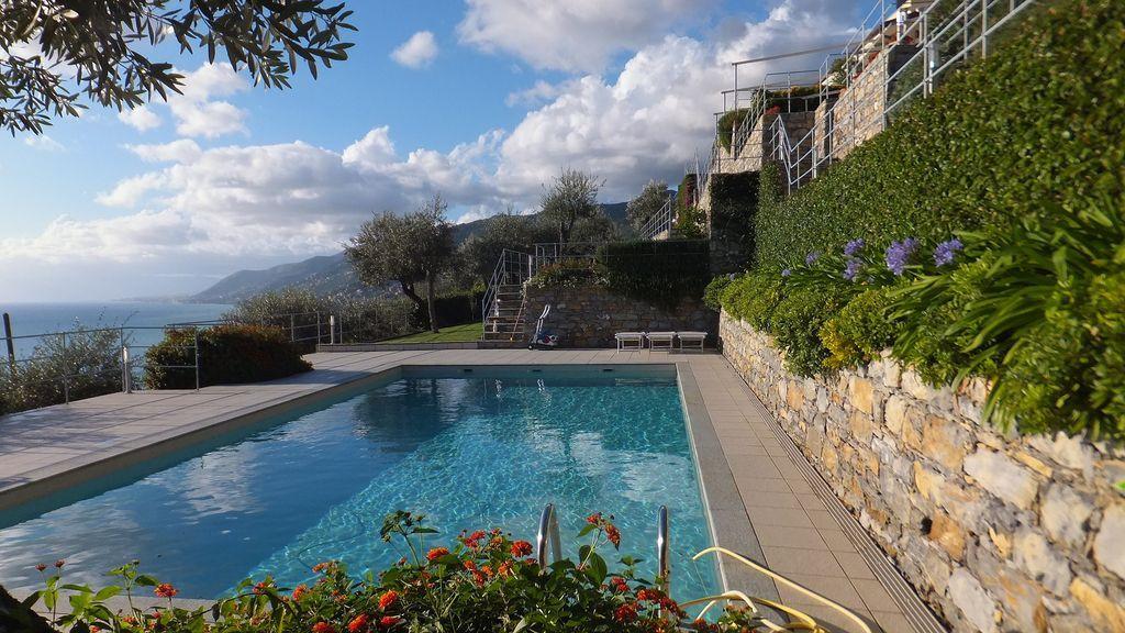 Piso con piscina en Camogli