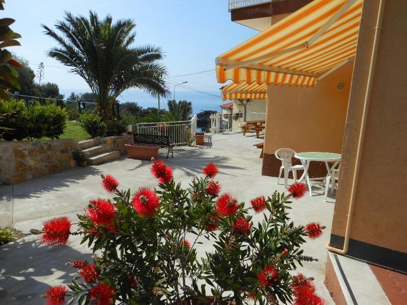 ORIONE studio apartment with garden near the sea