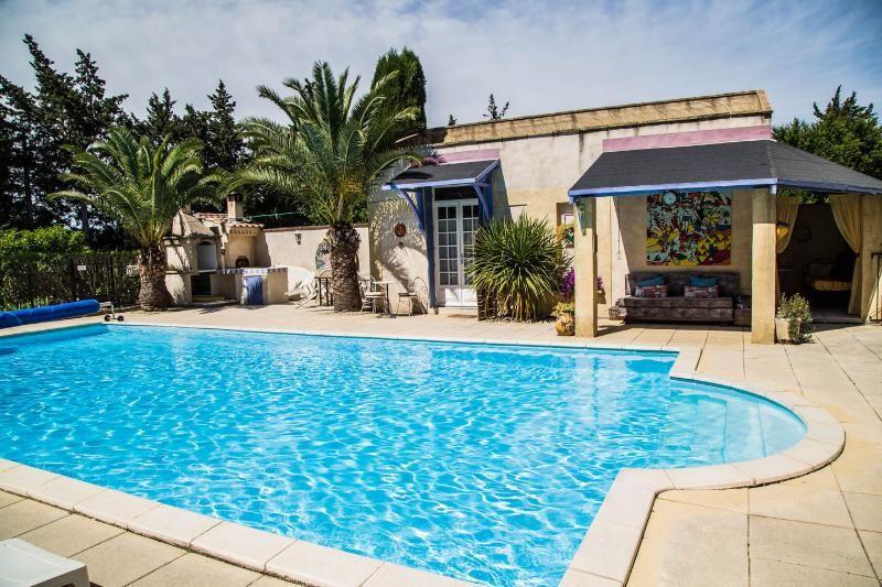 Le Kiwi-converted barn, sleeps 2, pool, Provence