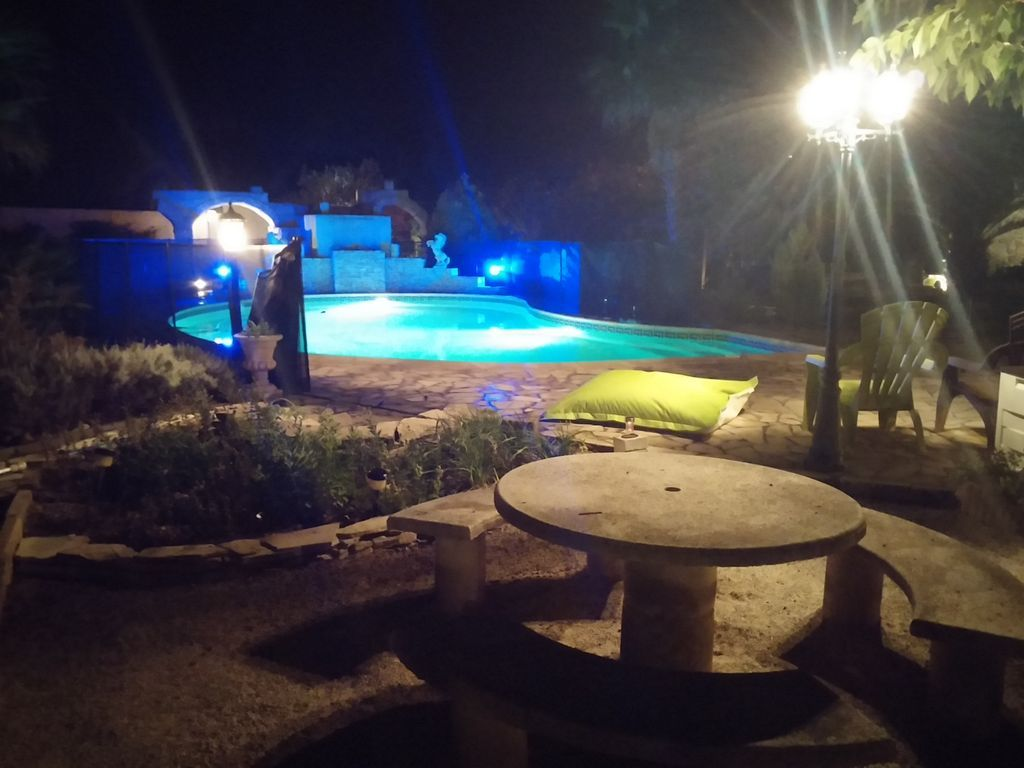 VILLA CON ENCANTO PISCINA 12mx6, PETANCA, gran barbacoa, a 15 minutos de las Playas