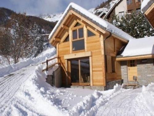 NUEVO CHALET construida en materiales respetuosos con el medio ambiente