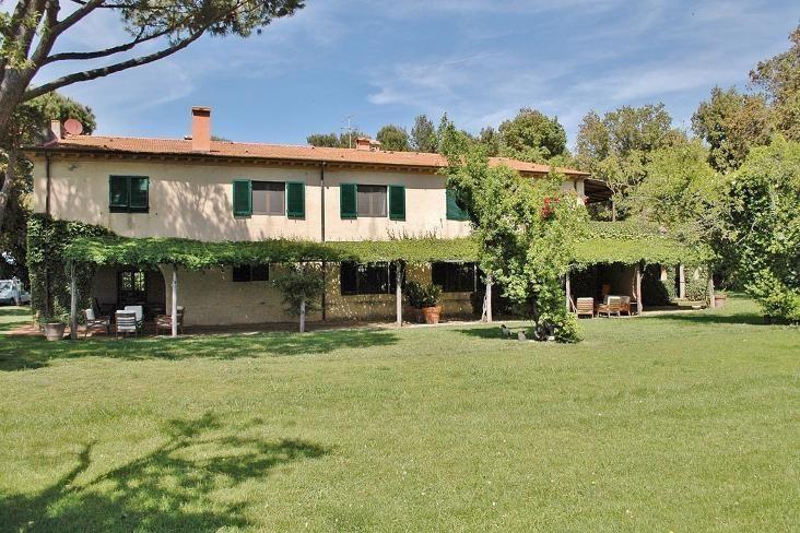 Vivienda de 10 habitaciones en Castagneto carducci