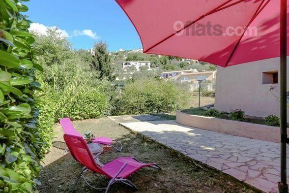 Apartamento con balcón en Berre-les-alpes
