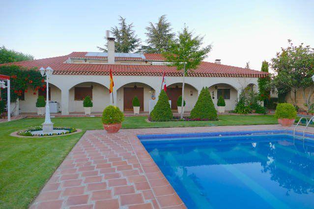 Alojamiento con balcón de 400 m²