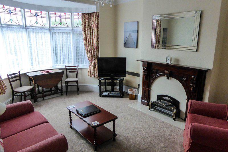 4 * cómoda planta baja apartamento de 1 dormitorio doble con aparcamiento privado.