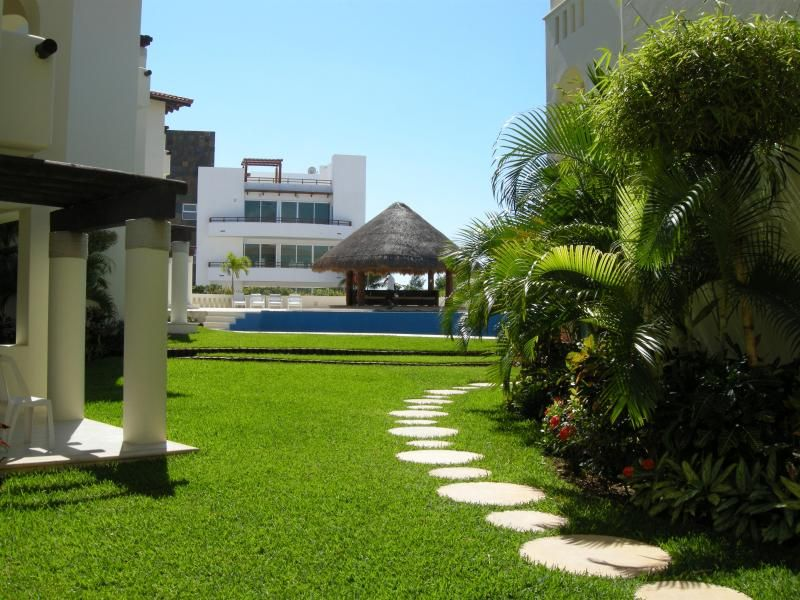 Charming 2BR Apartment, 2 blocks from the beach T3