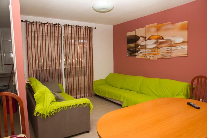 Flat Well Located Fully Furnished(8 p)