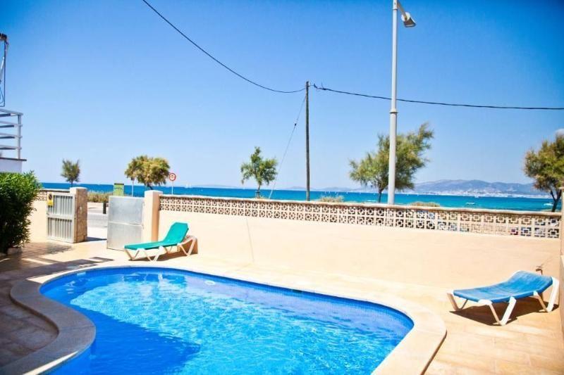 Villa with pool,views Platja de Palma. Carrer del Dentol, 44-66, 07610 Palma, Illes Balears, Spain. Palma de Mallorca. Villa preciosa y romántica en Platja de Palma, Mallorca, España  con piscina privada para 8 personas