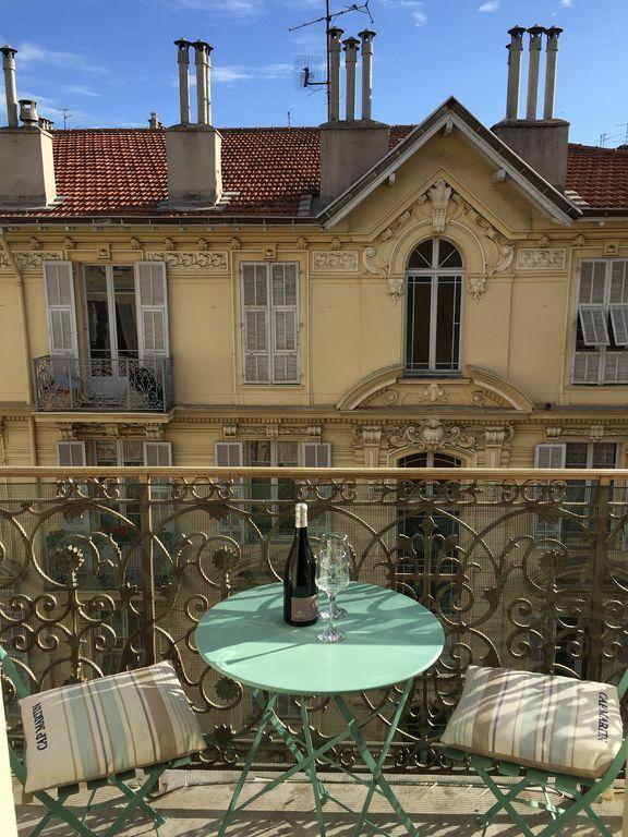 Piso agradable con Calefacción y Cocina en Niza