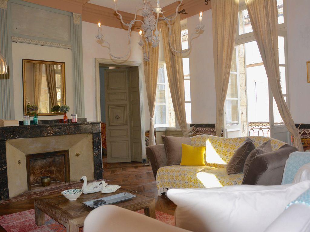 Logement avec balcon de 160 m²
