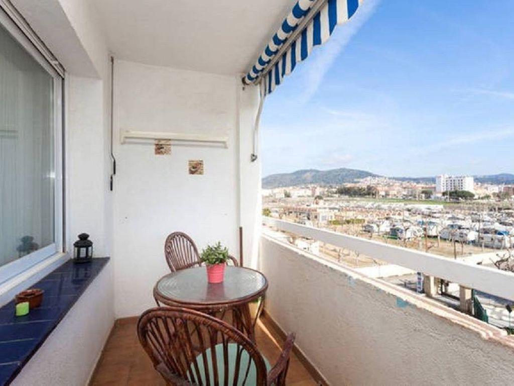 Equipada vivienda con balcón