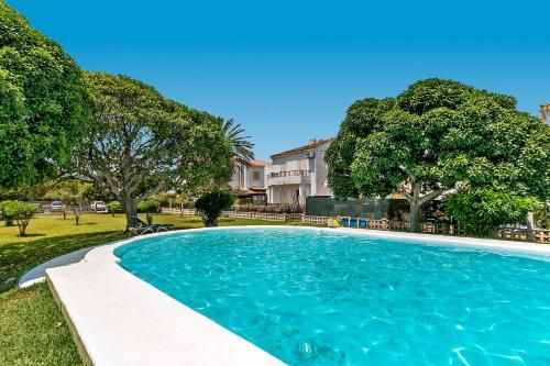 Property with 1 room and swimming pool