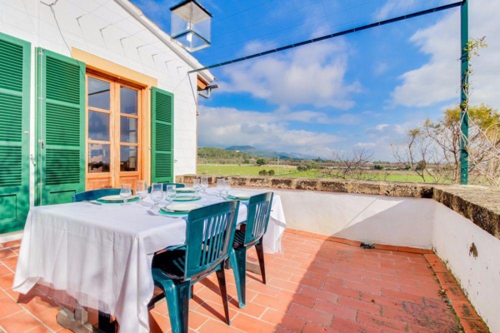 Con vistas casa con balcón
