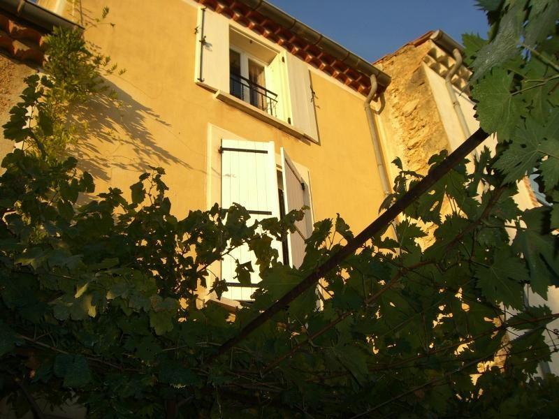 Dotado alojamiento con balcón