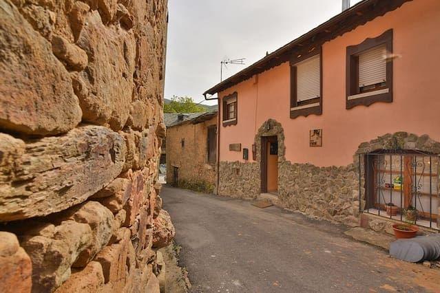Residencia apto para mascotas en Villar de las traviesas