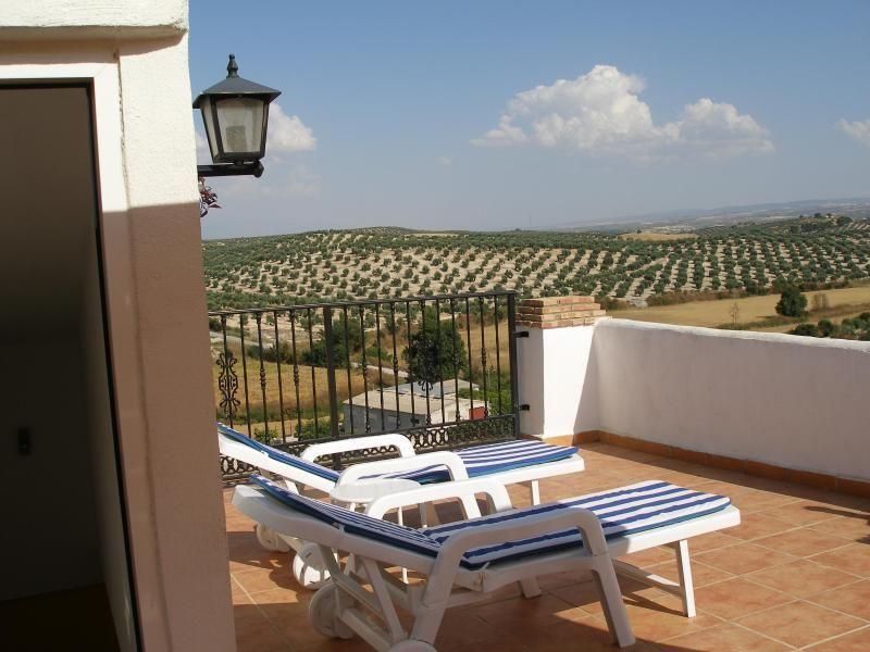 Tranquil retreat village house superb views