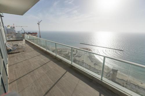 Equipado alojamiento con balcón