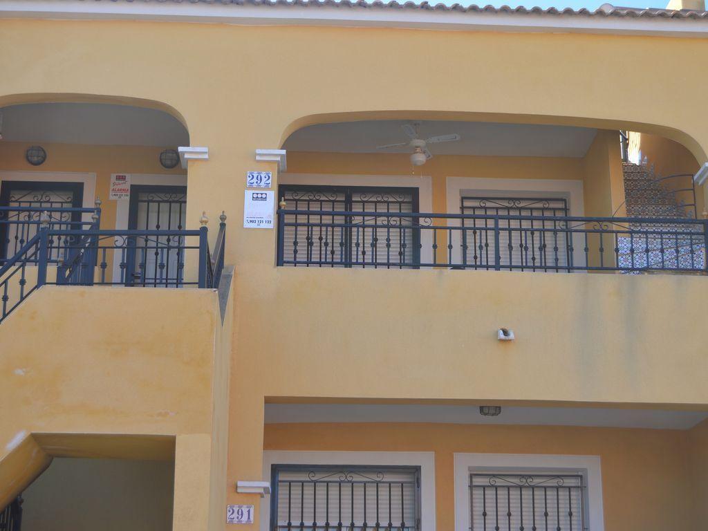 Apartamento en Los montesinos con balcón