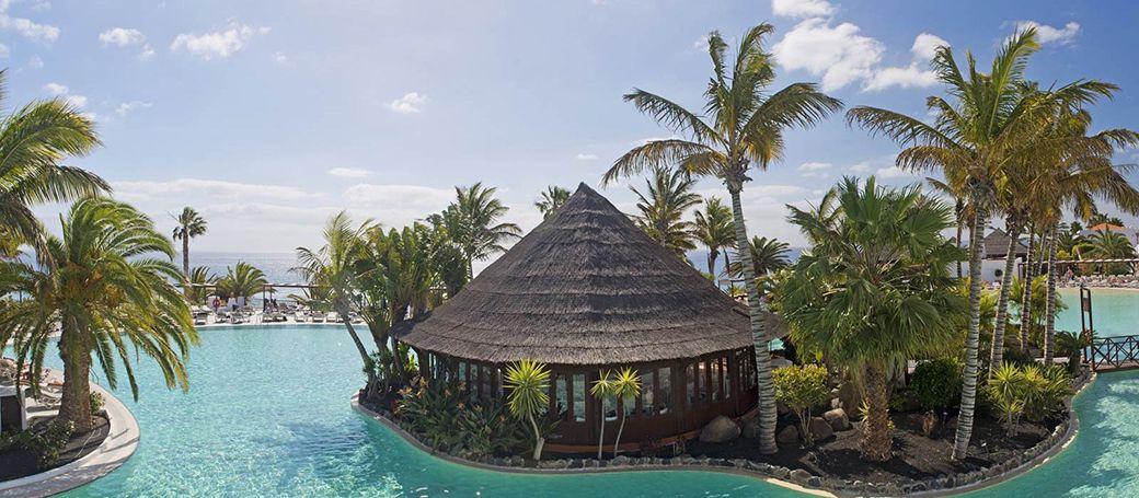 Vista exótica del hotel de lujo de Jandía
