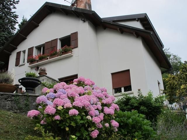 Romantic, Comfortable Lake Como Villa, Lake Views