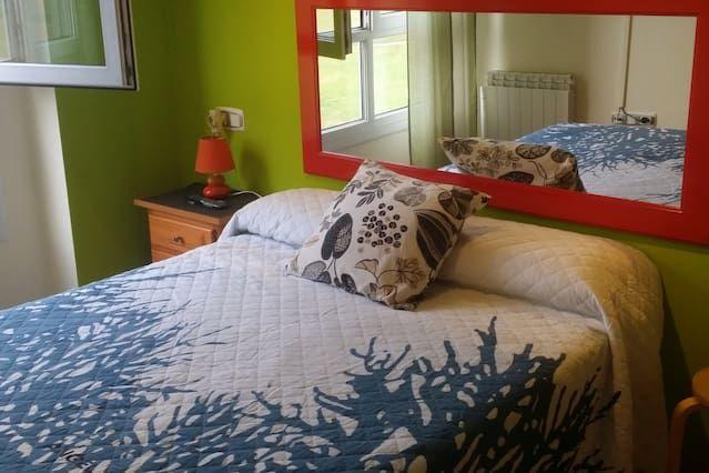 Apartamento popular en Oviedo con Cocina y TV