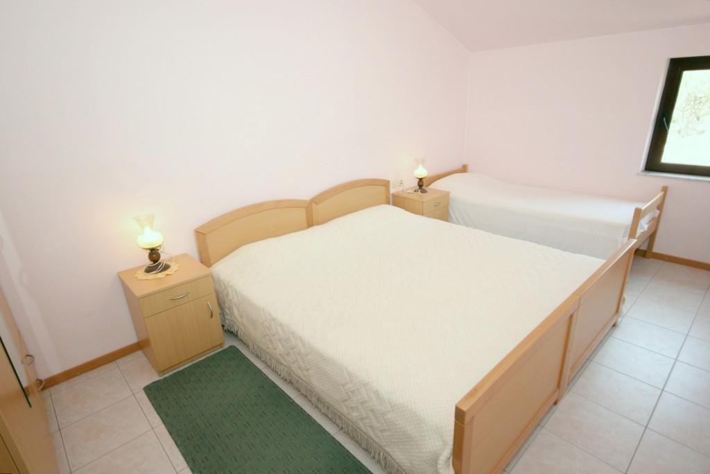 Apartamento en Mala Lamjana (Ugljan), capacidad 4+1