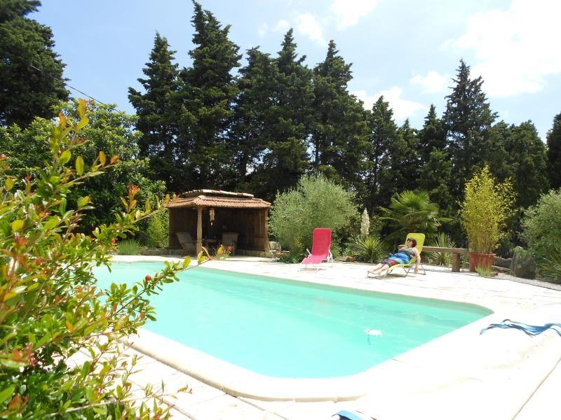 Villa con piscina en un entorno tranquilo
