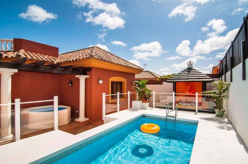Orange Light: Villa con piscina en Corralejo.