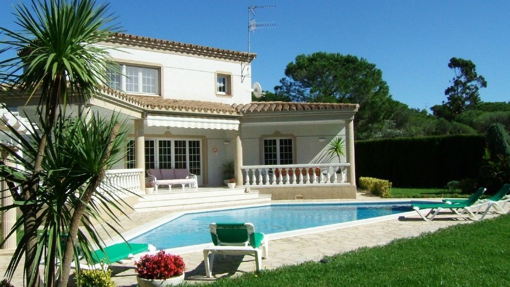 Holiday Flat with  Parking in Costa brava