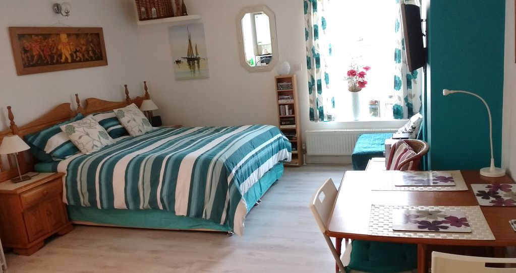 FABULOUS BEACH FRONT STUDIO APARTMENT IN WORTHING WEST SUSSEX.  RIGHT BY THE SEA
