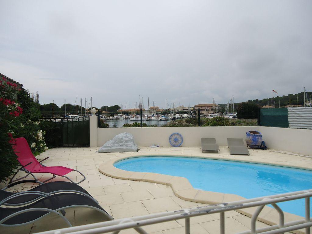 Residencia con piscina de 3 habitaciones