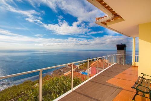 Casa en Ponta do sol con balcón