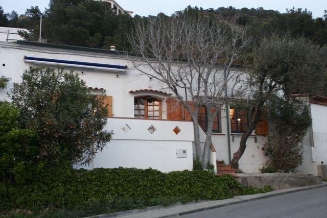 Casa hogareña con balcón