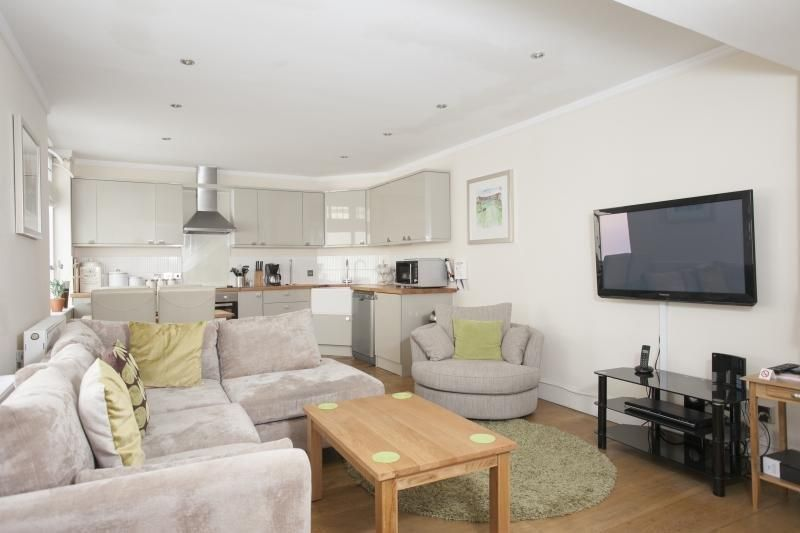 Central accommodation in Bath for 4 guests