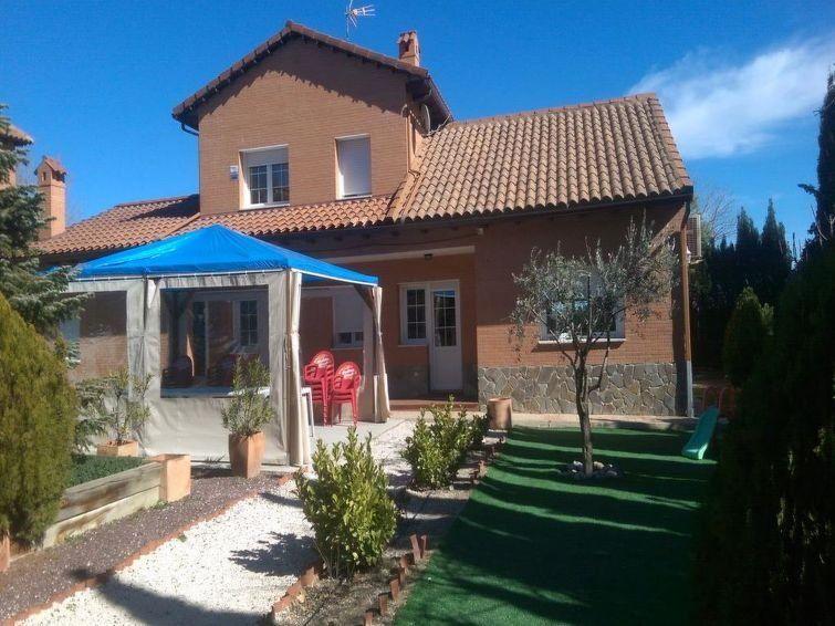 Alojamiento de 5 habitaciones en Sesena