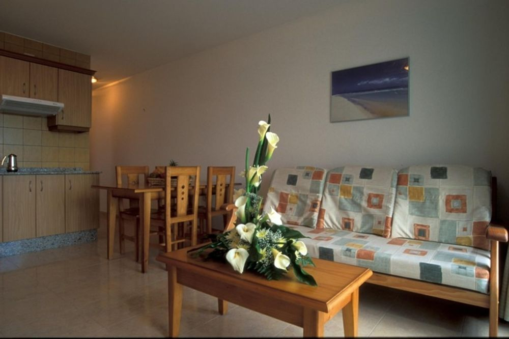 Apartment with 1 room in Giniginamar