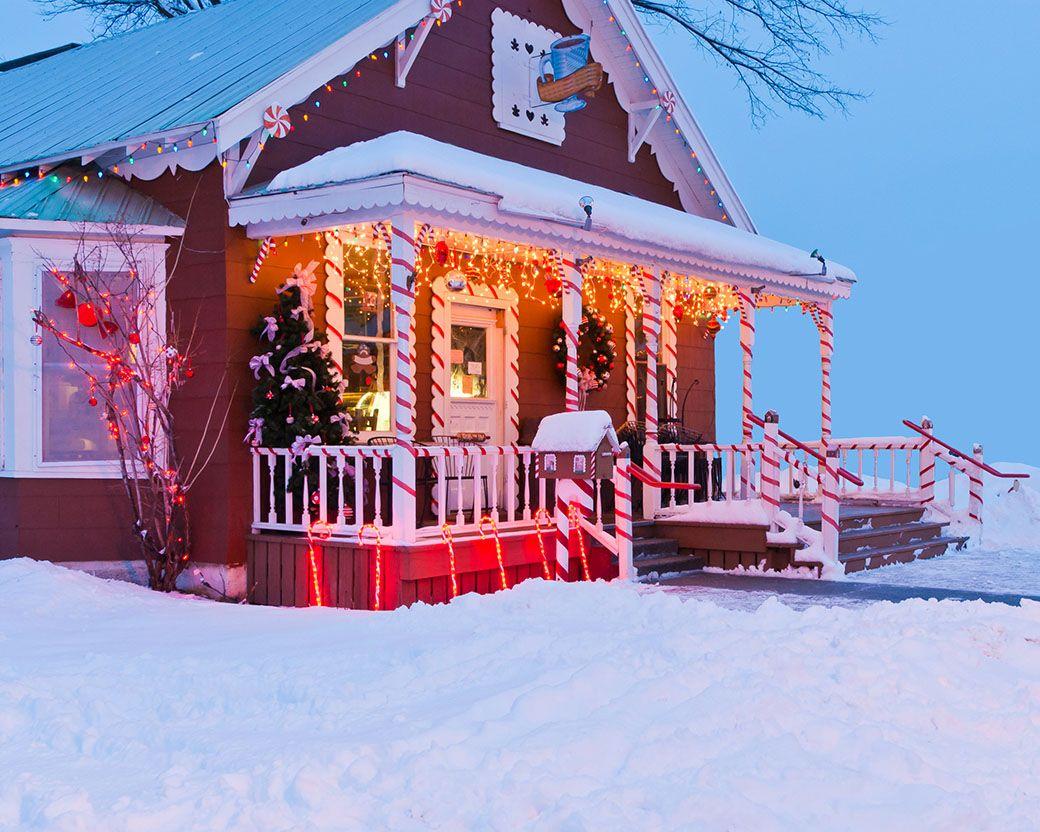 maison décorée dans la neige