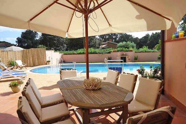 Gran apartamento central en Sabaudia piscina