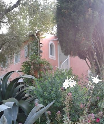 Appartement à Tourrettes-sur-loup de 1 chambre