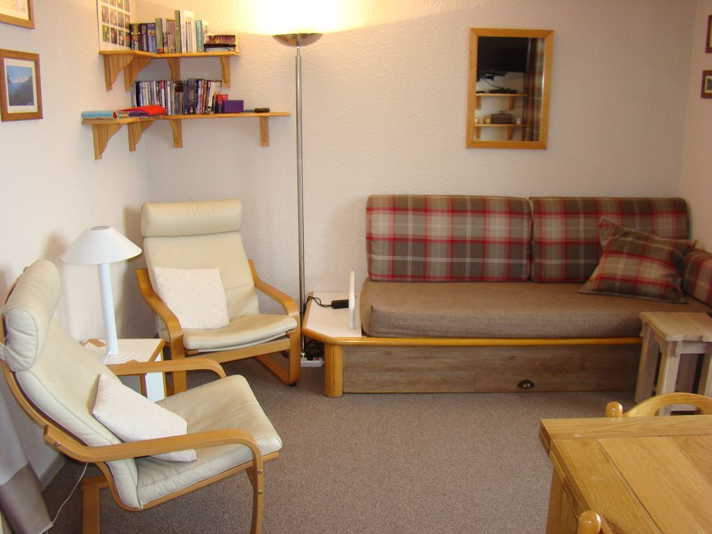 Holiday rental with 2 rooms and balcony