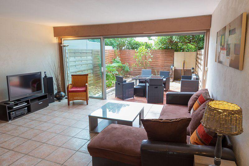 Residencia dotada con jardín