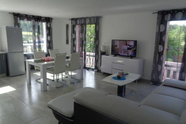 Alojamiento en Cazaubon de 12 habitaciones