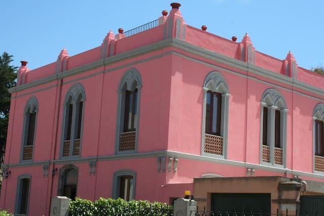 Il Pink Palace Tutta la Villa, 4 appartamenti spaziosi, a 100 metri dalla bella spiaggia di sabbia