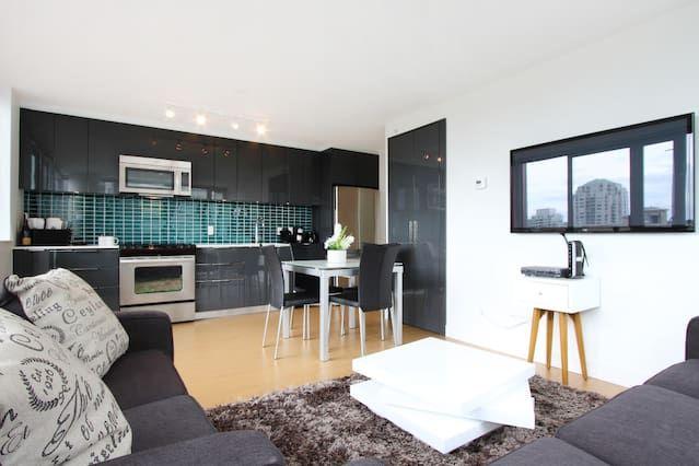 D47 - 2BR luxury suite downtown