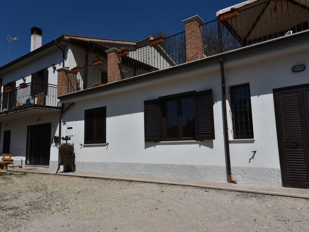 Vivienda para 13 huéspedes en Terni