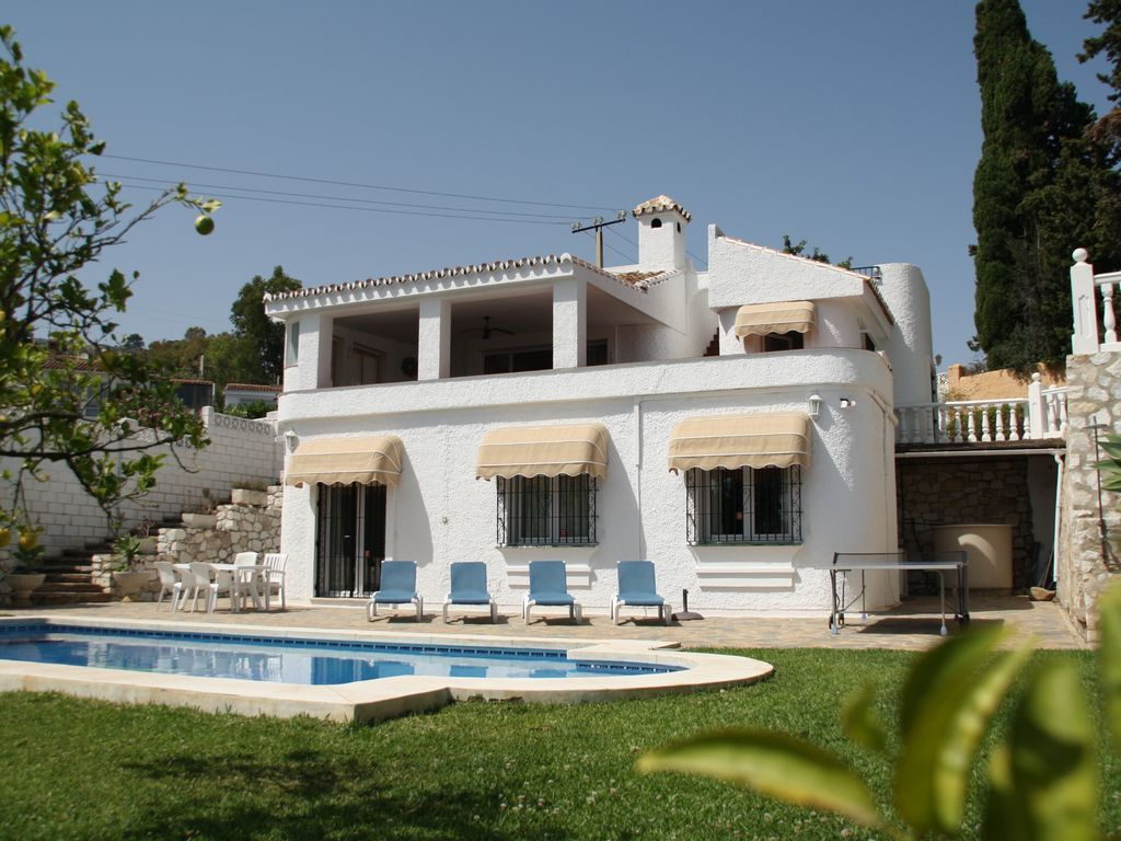 Picturesque holiday letting in Benalmádena for 7