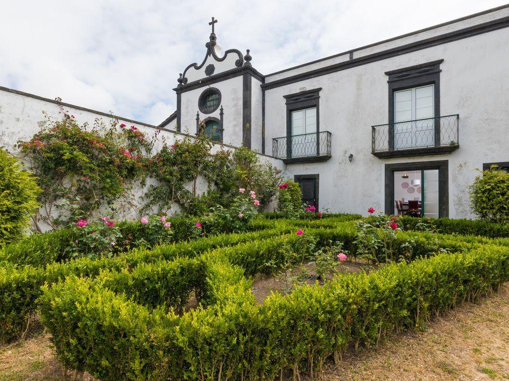 Funcional vivienda con jardín