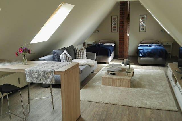 1 Zimmer Dachwohnung mit Bad
