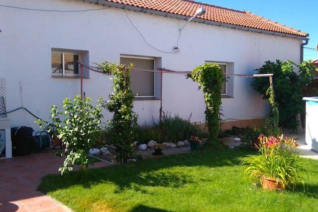 Casa práctica con balcón