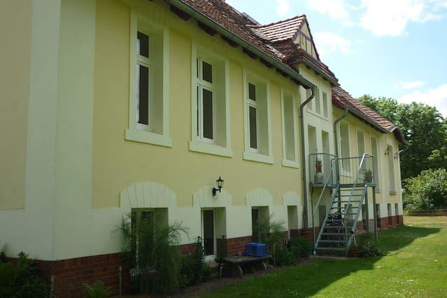 Apartamento con dos dormitorios, sala de estar, baño y cocina sobre 98 m